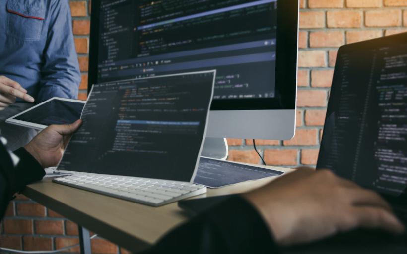 6 motivos pelos quais não deve criar site sozinho